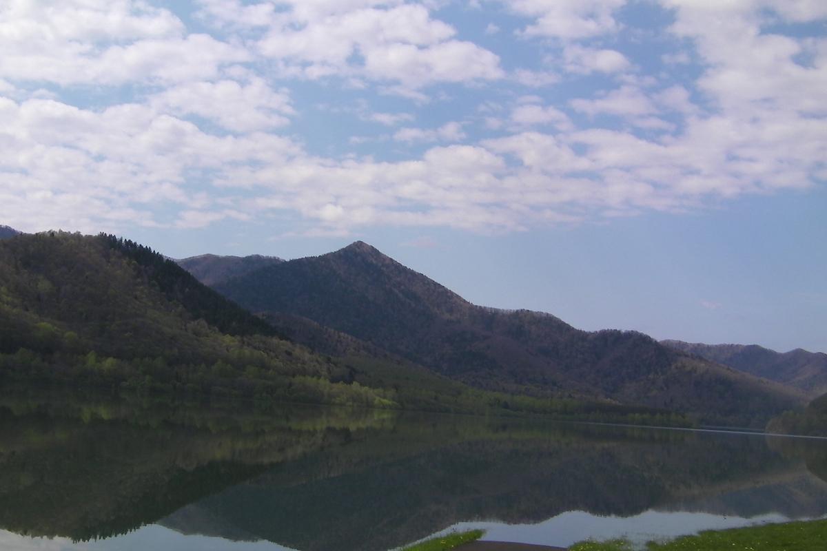練習場所のなかやま湖です。(写真右から左にいつも風が吹いています) 冬は車が走れるほど凍ります。